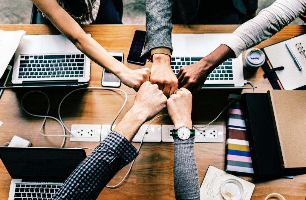 bump-collaboration-colleagues